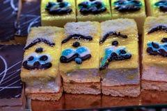 Heerlijke grote gebakjes met soufflé en koekje gekookte accordi royalty-vrije stock afbeeldingen