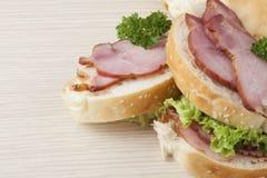 Heerlijke ham en sla sandwitch, close-up Stock Foto