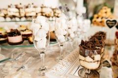 Heerlijke het suikergoedbar van de huwelijksontvangst Stock Foto's