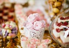 Heerlijke het suikergoedbar van de huwelijksontvangst Royalty-vrije Stock Afbeeldingen