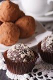 Heerlijke het suikergoedmacro van de chocoladetruffel op een kant verticaal Royalty-vrije Stock Fotografie