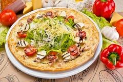 Heerlijke hete Italiaanse pizza Royalty-vrije Stock Afbeelding
