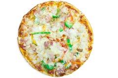 Heerlijke Italiaanse pizza over wit Royalty-vrije Stock Foto's