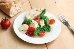 Heerlijke Italiaanse salade Stock Foto
