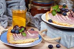 Heerlijke kaastaart met bessen Stock Afbeeldingen