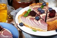 Heerlijke kaastaart met bessen Royalty-vrije Stock Foto's