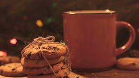 Heerlijke Kerstmisvakantie met latte en koekjes stock videobeelden