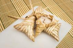 Heerlijke Ketupat Daun Palas klaar om op Eid Festival te eten Royalty-vrije Stock Afbeeldingen