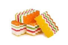 Heerlijke kleurrijke die marmelade op witte achtergrond wordt geïsoleerd royalty-vrije stock afbeeldingen