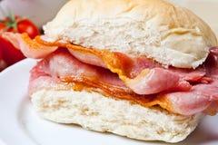 Heerlijke knapperige baconsandwich Stock Foto
