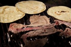 Heerlijke lapje vleestaco's stock afbeelding