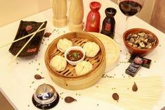 Heerlijke maaltijd door Chinese chef-kok Royalty-vrije Stock Foto's