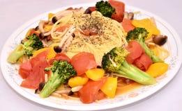 Heerlijke noedel met tomaat en groene broccoli Royalty-vrije Stock Foto's