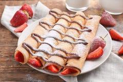 Heerlijke pannekoeken met chocolade en aardbei Royalty-vrije Stock Afbeelding