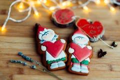 Heerlijke peperkoekkoekjes vóór Kerstmis Houd van alle kinderen en volwassenen royalty-vrije stock foto's