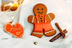 Heerlijke peperkoekkoekjes vóór Kerstmis Houd van alle kinderen en volwassenen royalty-vrije stock foto