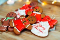 Heerlijke peperkoekkoekjes vóór Kerstmis Houd van alle kinderen en volwassenen royalty-vrije stock afbeeldingen