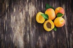 Heerlijke rijpe abrikozen Royalty-vrije Stock Foto's