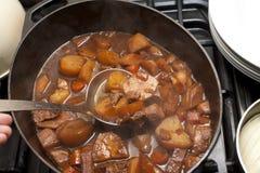 Heerlijke rundvleeshutspot in een pot Royalty-vrije Stock Foto's