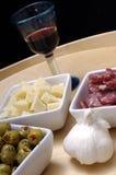 Heerlijke tapas en rode wijn Royalty-vrije Stock Afbeelding