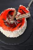Heerlijke torte gelaagd met roomkaas stock foto
