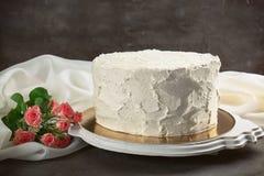 Heerlijke vanillecake met slagroom Stock Afbeeldingen