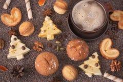 Heerlijke verscheidenheid van eigengemaakte Kerstmiskoekjes stock afbeelding