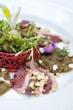 Heerlijke vlees en groenten, courgetteviooltjes Stock Foto