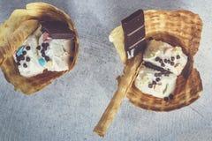 Heerlijke wafel met roomijs Het concept van het de zomervoedsel Hoogste mening van yummy roomijs stock foto