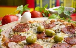 Heerlijke worstpizza Stock Afbeelding