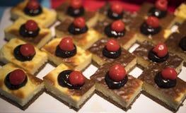 Heerlijke zoete cakes stock afbeelding