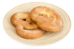 Heerlijke zoete gebakjes eigengemaakte pretzel met suiker royalty-vrije stock fotografie