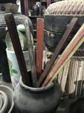 Heerser in antieke winkel wordt verkocht die stock afbeeldingen