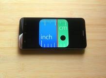 Heerser app op mobiele telefoon stock afbeelding