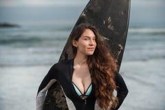 Heet brunette in doopvont van haar trivin Royalty-vrije Stock Foto