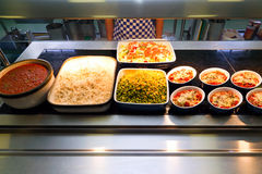 Heet voedsel dat in tegenovergestelde richting dient Stock Fotografie