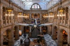 Heethoofdvliegtuig in Glasgow Museum op Vertoning wordt opgeschort die stock afbeelding