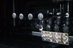 Hefbomen op het controlebord van het opheffende mechanisme stock foto's