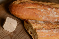 Hefe und Brot auf Holz lizenzfreies stockbild