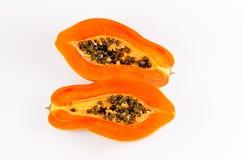 Heft zwei der frischen Papaya lokalisiert auf weißem Hintergrund lizenzfreie stockfotografie