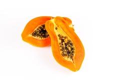 Heft zwei der frischen Papaya lokalisiert auf weißem Hintergrund stockbilder