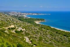 Heftiger Strand und die Küste von Hospitalet Del Infant Lizenzfreie Stockfotografie