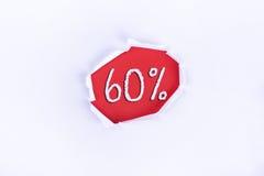Heftiges Papier mit einem 60% Wort auf rotem Hintergrund Stockbild