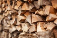 Heftklammer von Biomasse, vereinbartes Brennholz Stockbilder