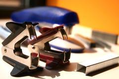 Heftklammerremover lizenzfreie stockfotografie