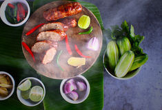 Heiß vom Ofen, Nord- Ost-Thailand-Hotdog Isan Stockbild