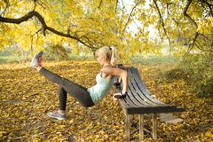 Heiße blonde Übung Stockfoto