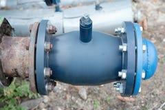Heiße DampfHeizsystemrohrleitungen Kugelventile mit Blindflanschen Stadt buldings Lizenzfreies Stockbild