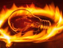 Heiße Glühlampe im Feuer Stockbilder
