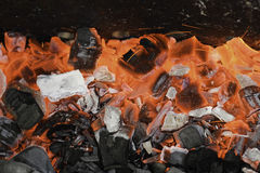 Heiße Kohlen lizenzfreie stockfotos